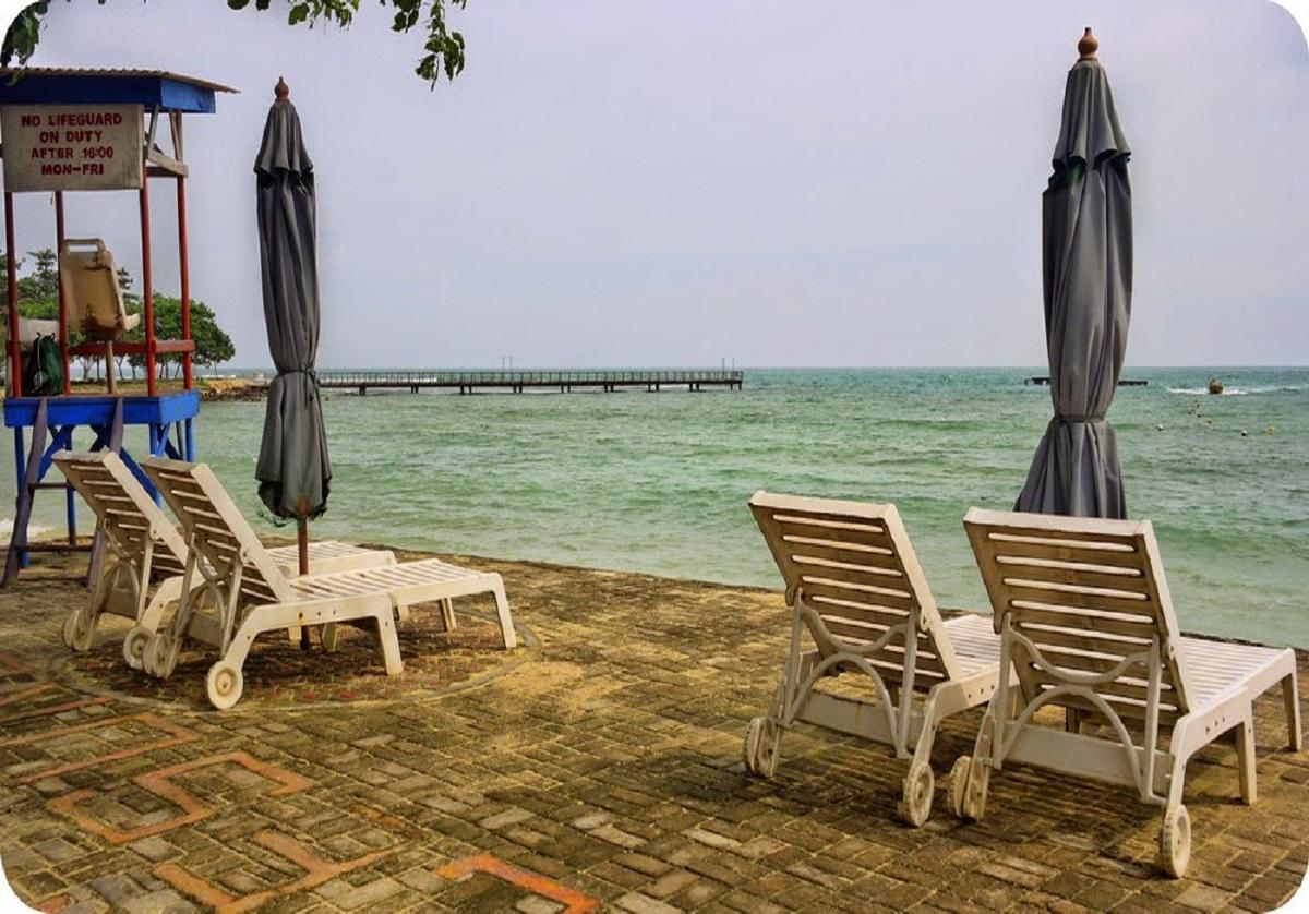 Wisata Tanjung Lesung Beach Club